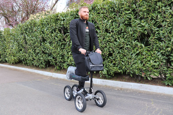 KNEESCOOT tricycles orthopédiques mobilité innovantes et économiques