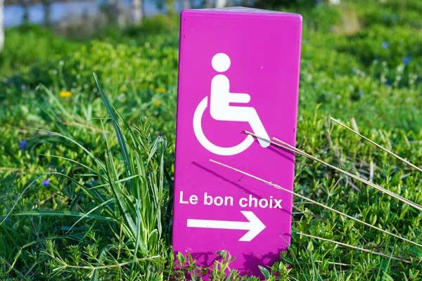 Comment choisir une rampe d'accès pour fauteuil roulant ou scooter, pour particuliers et ERP