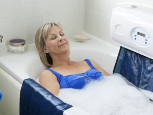 Élévateur de bain pour personne à mobilité réduite et handicapé