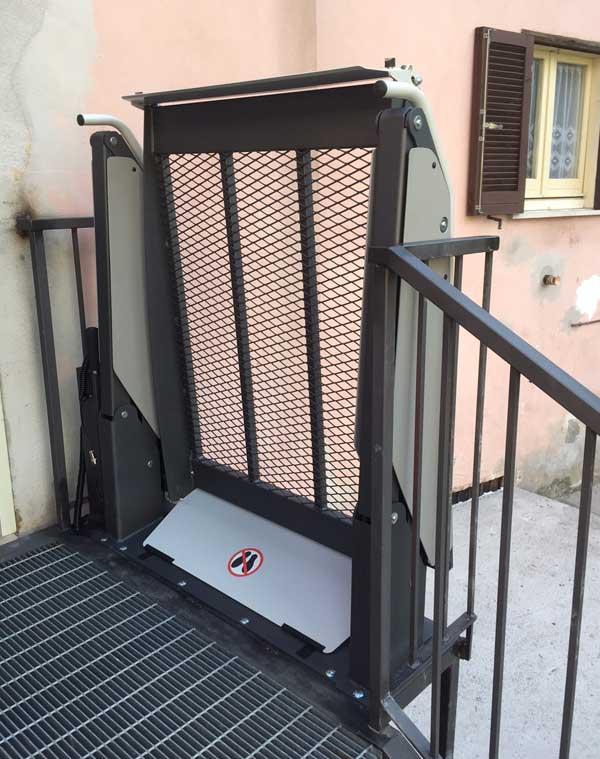 Elévateur pour fauteuil roulant fixe Centaure, usage privatif maison jusqu'à 1 mètre de haut