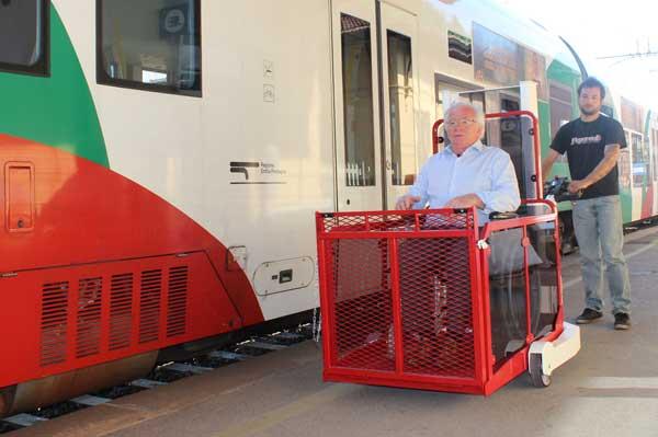 Elévateur mobile Panda Station, permet l'accès au train en fauteuil roulant et scooter
