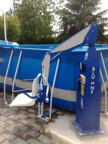 Élévateur fixe Bluone f100m pour la mise à l'eau de pmr en piscine hors sol