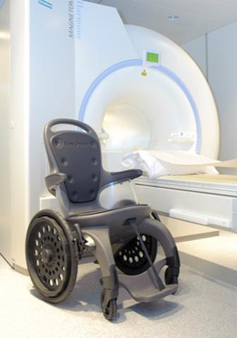 Fauteuil amagnétique pour transfert IRM, passage de portique...