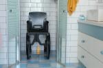 Fauteuil d'aisance Wheelable, accès douches et toilettes handicapés et pmr