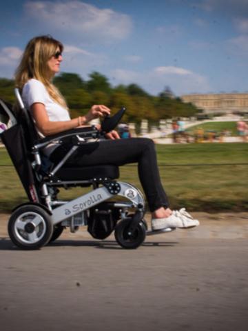 Le fauteuil roulant électrique sorolla est idéal en ballade