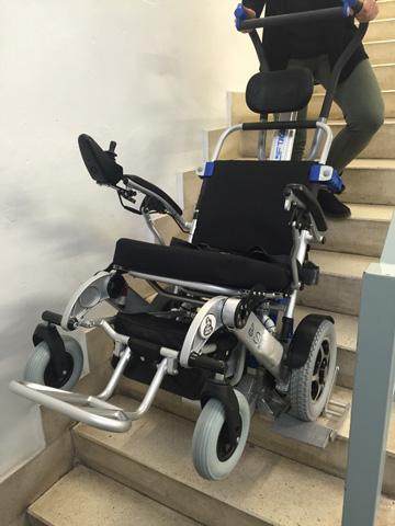 Le fauteuil roulant électrique sorolla 315 est compatible avec le monte-escaliers lifkart pt uni