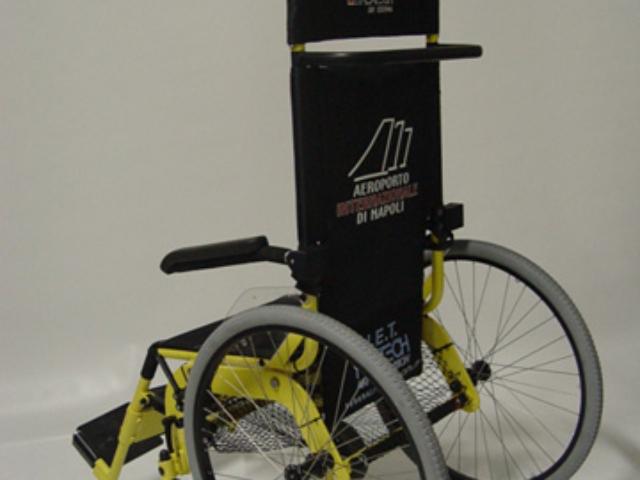 Fauteuil roulant pour transfert en lieux publics des pmr et handicapés