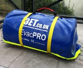 Matelas d'évacuation EvacPro plié dans son sac - Secours évacuation pour pmr