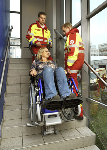 Monte escaliers adaptable à tous les fauteuils roulants