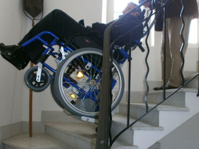 Monte escaliers pour fauteuil roulant