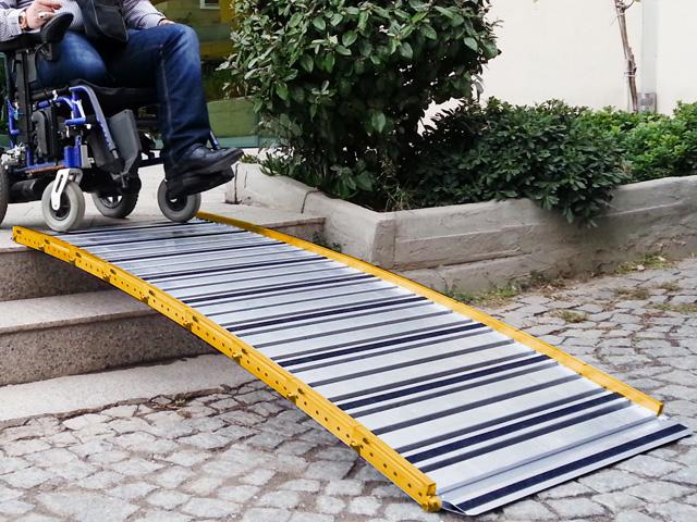 Rampe d'accès handicapé et pmr modulaire en aluminium