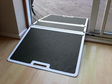 Rampe de seuil pliante pour handicapés et pmr