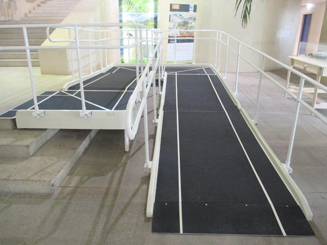 Rampes accès batiment handicapes pmr