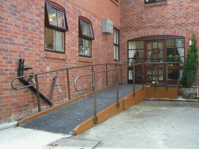 Rampe d'accès handicapé personnalisée