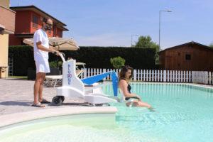 Mise à l'eau pmr avec élévateur de piscine Bluone